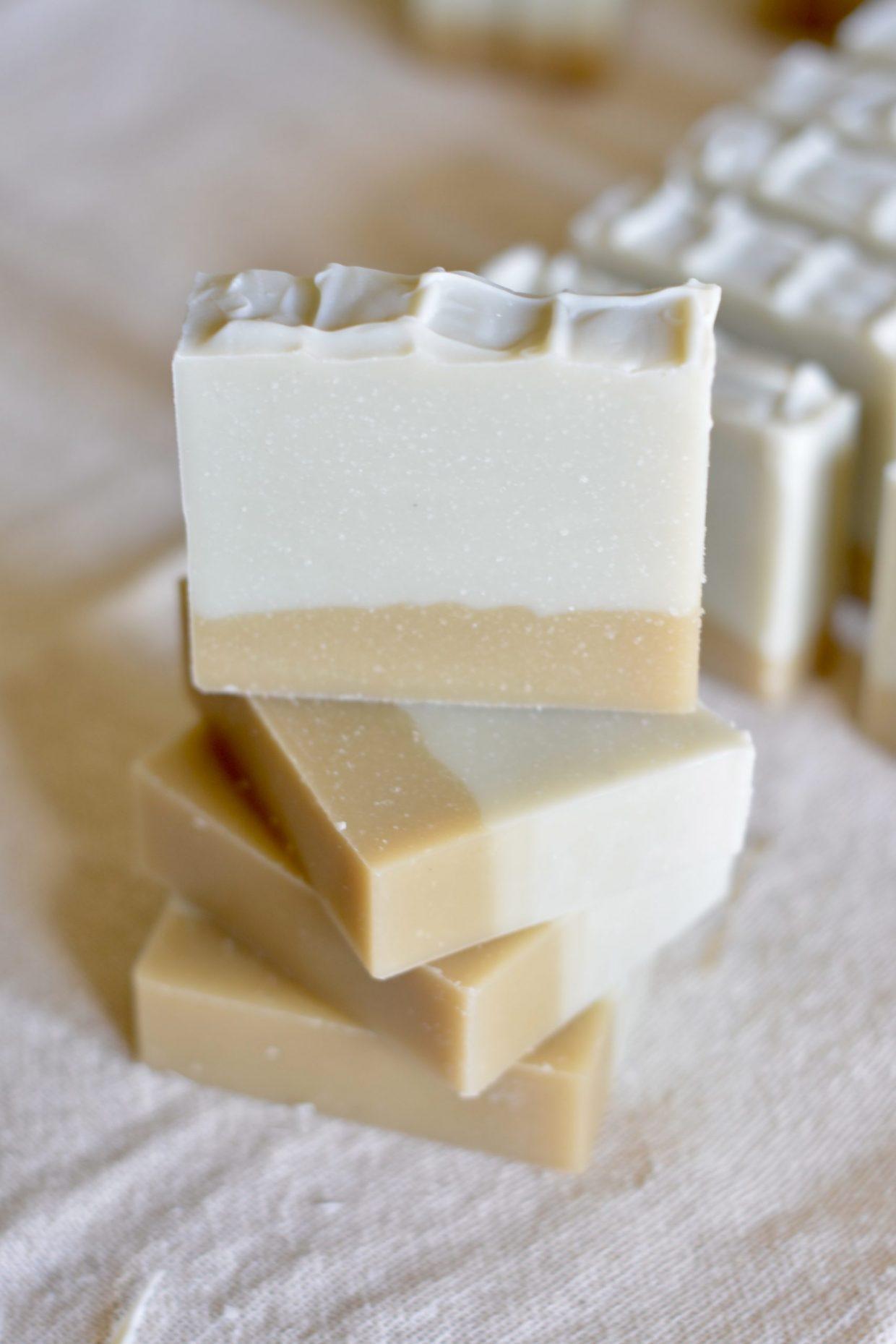 Criados a partir de óleos essencias nobres, os sabonetes também apostam na estética para agradar aos consumidores.